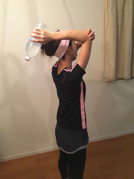腕の筋トレ3トライセプスエクステンション