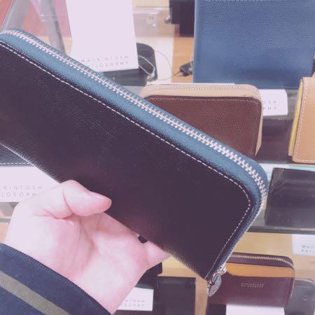 デパートの長財布