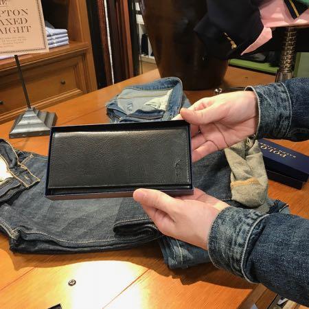 ラルフの刻印の入った財布