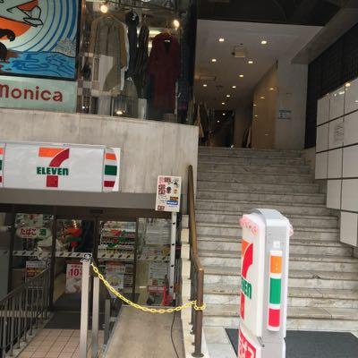 NAX渋谷店の下のセブン