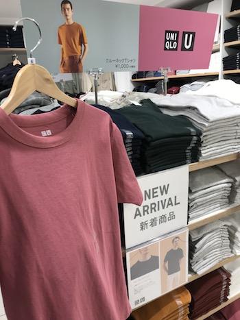 ユニクロのクールネックTシャツ